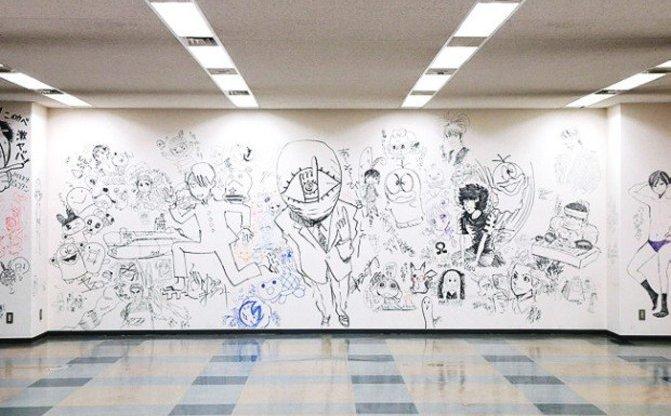 漫画家108人による小学館ビル全ラクガキが公開! 新メディア「コミスン」も開始