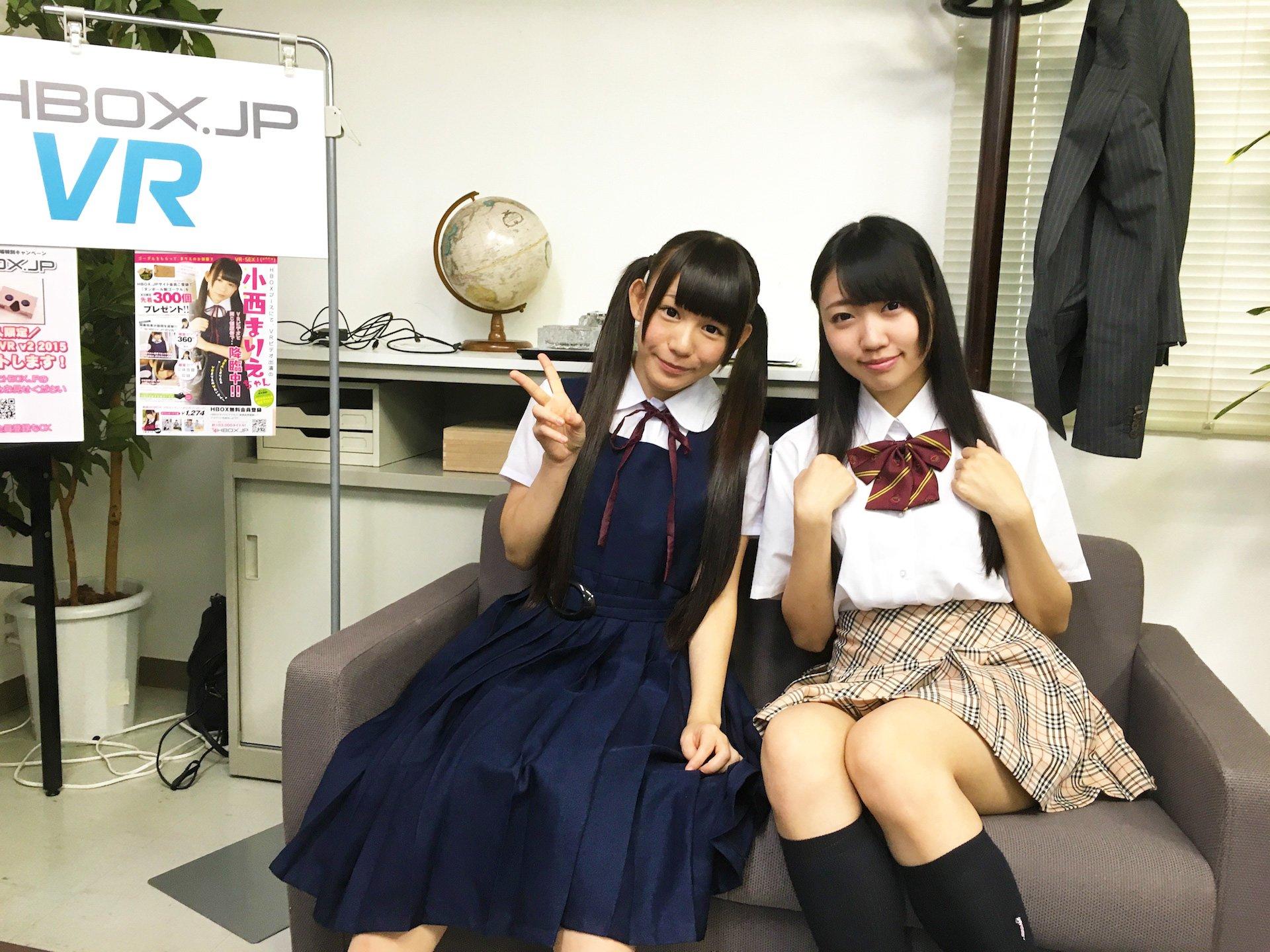 「アダルトVRエキスポ2016」株式会社アイ・ポイントブース/(左)小西まりえさん、(右)舞園ひなさん