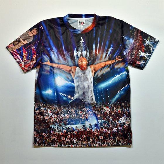天を仰ぐ長渕剛と10万人のファンがプリントされた総柄Tシャツがヤバい