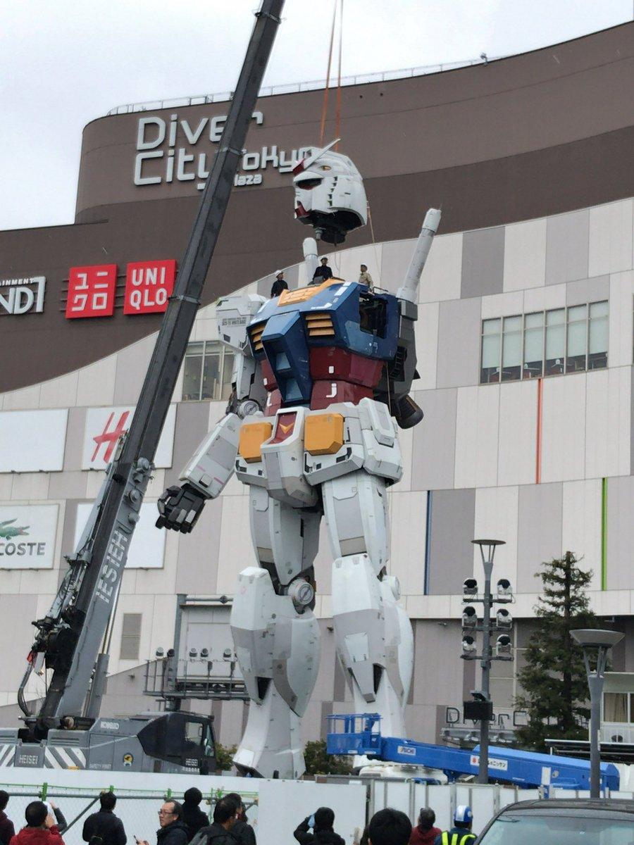 解体されるお台場「実物大ガンダム立像」/画像は湘南パイさんTwitter(@ShonanPai)より