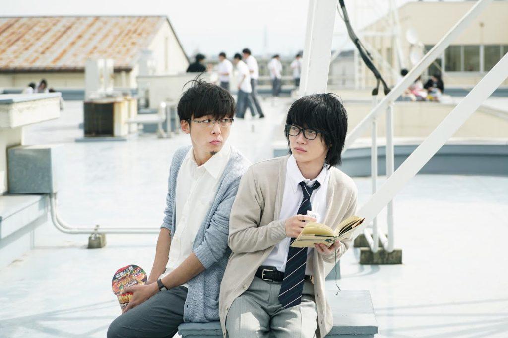 神木隆之介と高橋一生の2ショット写真を解禁。映画『3月のライオン』の生徒と教師のほっこり昼休みシーン