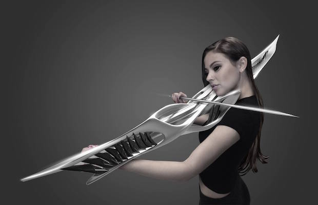 殺傷能力高そう! 武器のようなフォルムの電子バイオリンが話題