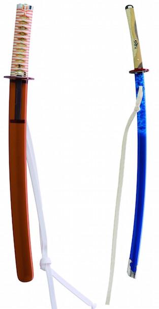 (左)零号機仕様 脇差・拵(外装)、(右)渚カヲル仕様 刀・拵(外装)(c)カラー