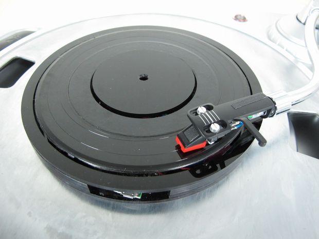 デジタル音源をアナログレコードとして再生! 円盤型デバイス開発