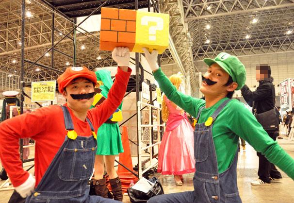ブロックを叩くマリオブラザーズ