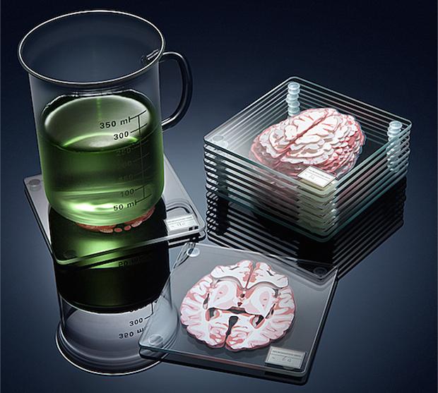 脳ドリンク、脳ライフ! 脳みそ輪切りコースターがグロポップ