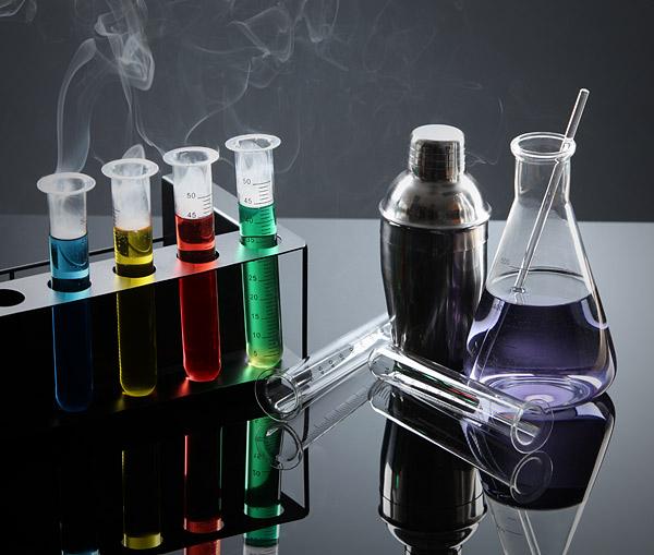 Chemists Cocktail Kit/ThinkGeekより