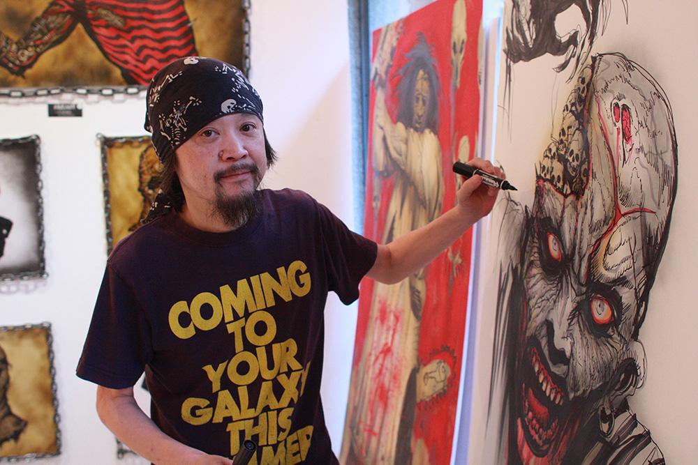 『仮面ライダー』『ゴジラ』韮沢靖の追悼展 クリーチャーデザイン巨匠のライブドローイング作品を販売