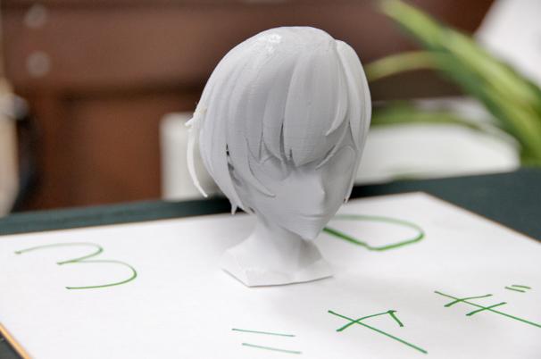 3Dプリンターで作られたひなこのフィギュア