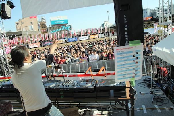 2014年11月に中野駅前暫定広場で開催された「Re:animation(リアニメーション) 7」の様子
