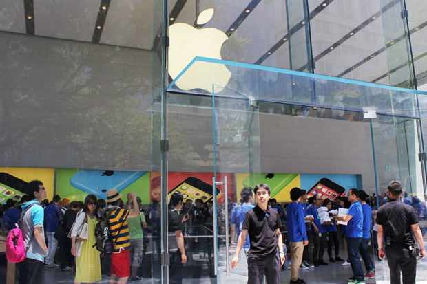 Apple Store 表参道店オープン! 1000人が並んだ新店舗はどんな感じ?