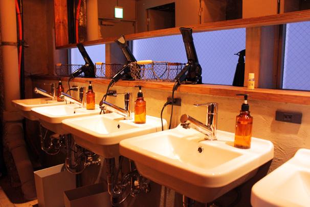 シャワー室や手洗い場
