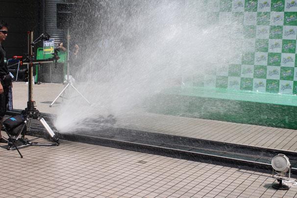 豪快な水しぶきを発する「スプラッシュカート」