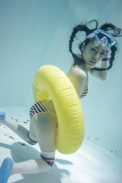 『水中ニーソプラス』