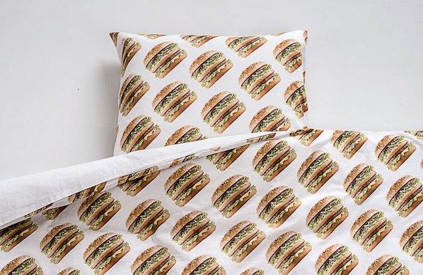 ビックマック柄のベットシーツ/「Big Mac Shop」より