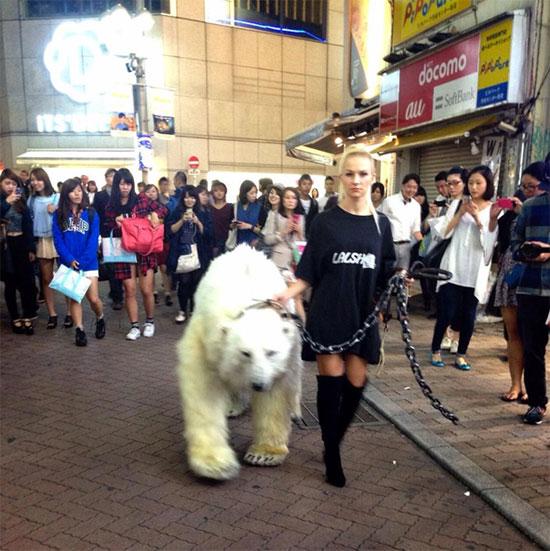 渋谷に白熊が出現!  謎のロシア人団体・LALSHがポップすぎてヤバい