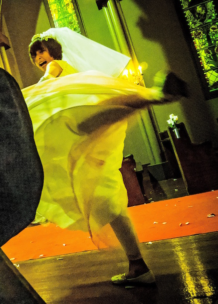 『リアル鬼ごっこ』篠田麻里子さんの回し蹴り/(C)2015リアル鬼ごっこ学級委員会