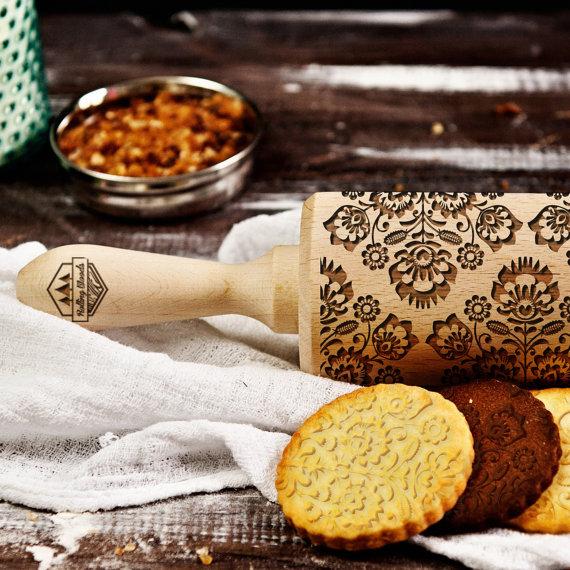 海外のクッキー専用麺棒が芸術的 100種類以上の模様が楽しめる!
