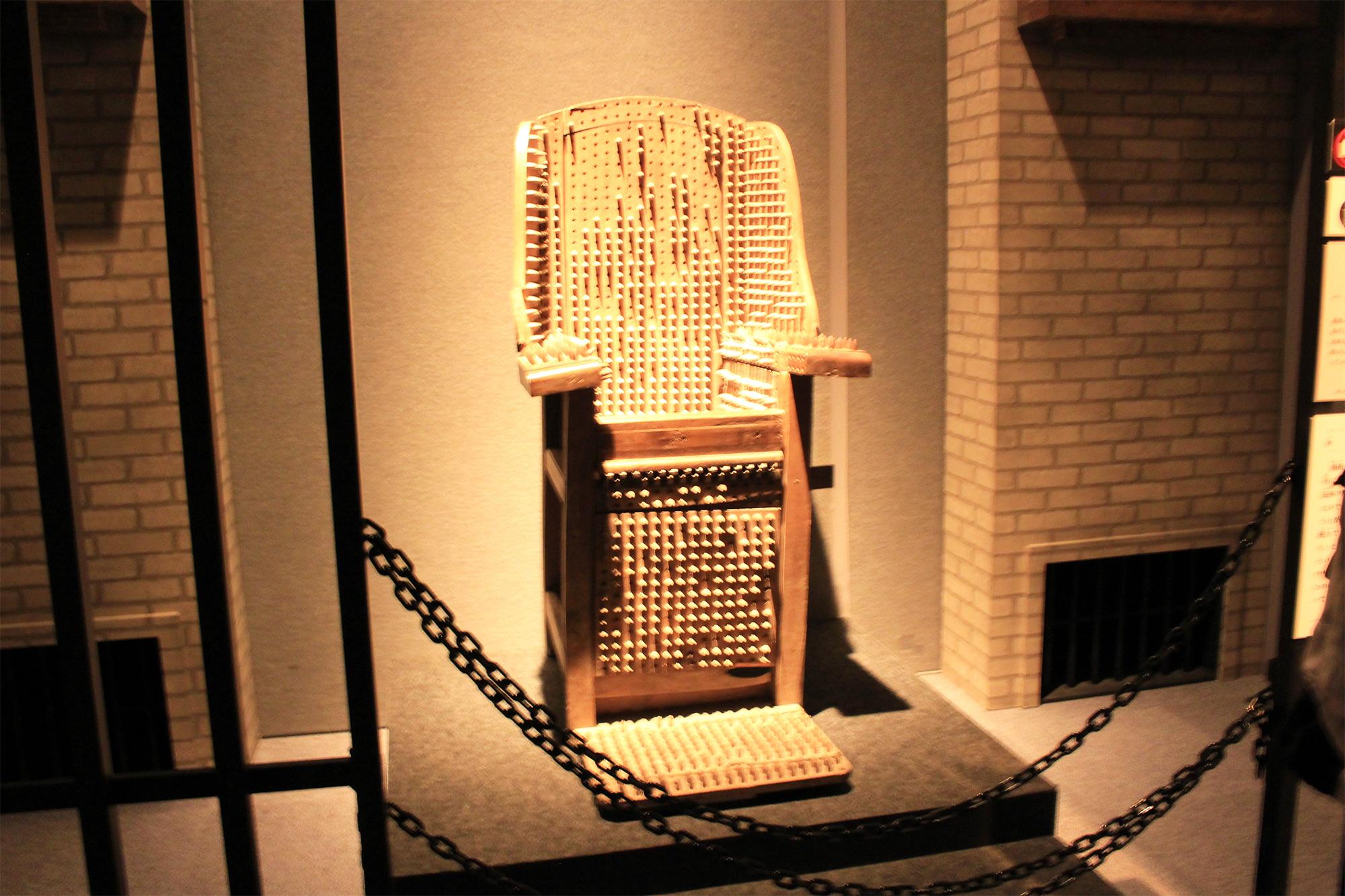 棘のある椅子
