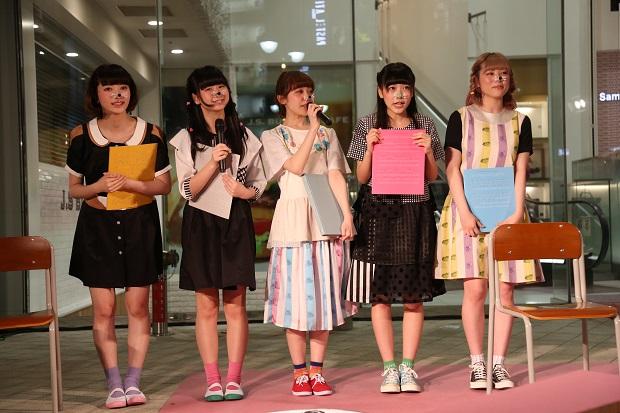 注目アイドルたちの公開生チェキ! 異色ファッションショーに潜入