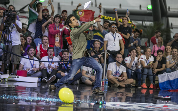 Red Bull Paper Wings 2015 World Finals/(C)2015 Red Bull