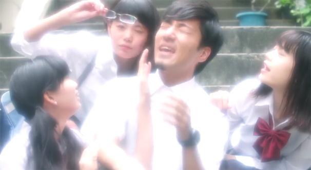 夏の終わりと7人の美女! tofubeats「poolside feat. PES(RIP SLYME)」MV公開