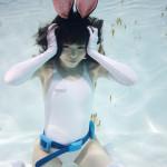 『水中ニーソプラス』がiPhoneケースに! 全190点の水中女子が選べる
