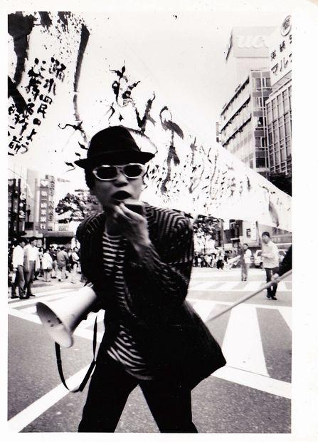 園子温、初個展で新作映画のインスタレーション展示  芸術性に迫る