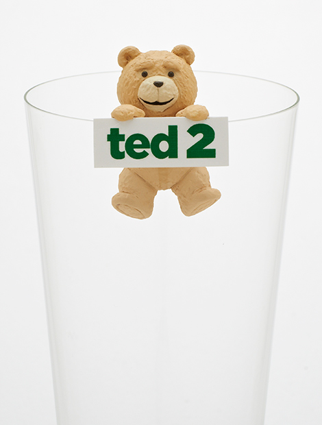 TEDがコップのフチに降臨! 下品な中年親父っぽさ全開のミニフィギュア
