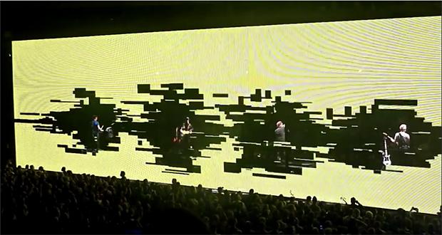 無数のLEDによる演出が新たな視覚効果を生み出す U2欧米ツアーが話題