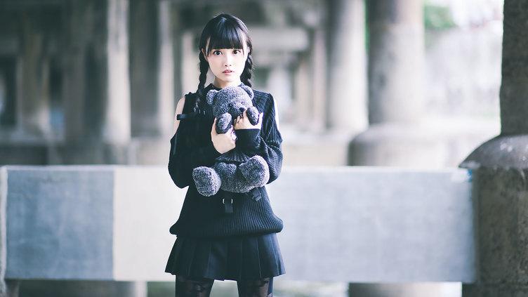 【写真】可愛すぎて新人類! 黒髪スレンダー美少女「真喩」さんとは?