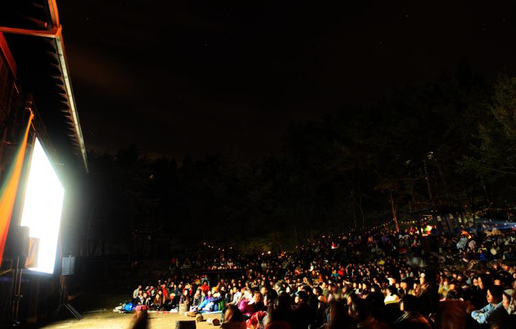 野外映画フェスのパイオニア「森の映画祭」でアニメ『あの花』上映