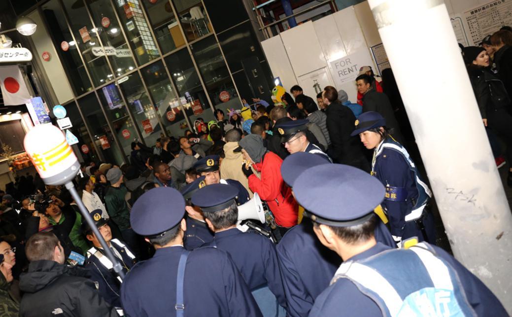 狂乱の渋谷カウントダウン ストリートで年を明かす理由とは?