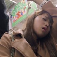 通勤電車の居眠り姿50人を撮影! 「雪道コワイ」眞鍋海里の新作がじわじわくる