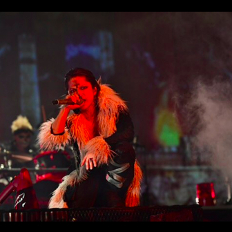 『HUNTER×HUNTER』クロロ、ライブに登場? HYDEの団長コスプレに歓喜