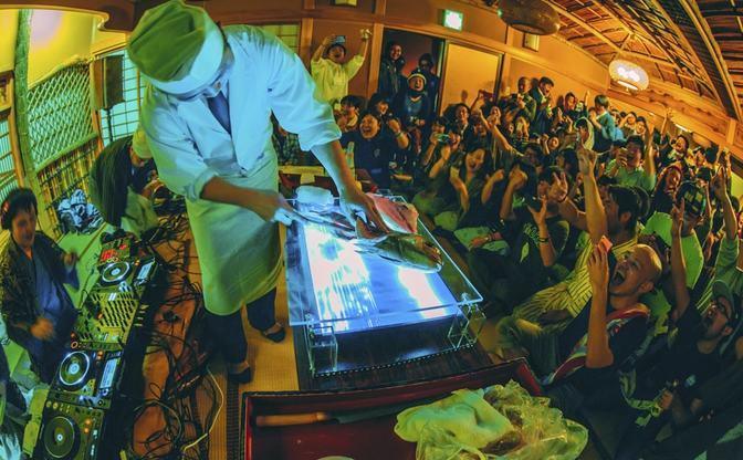 長野の渋温泉フェスに行ったら、旅館の若旦那がDJにハマって面白いことになってる