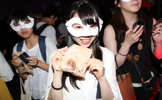 マスクで顔を隠した美女たちの宴に窪田正孝ら登場で騒然! 『東京喰種』イベント潜入レポート