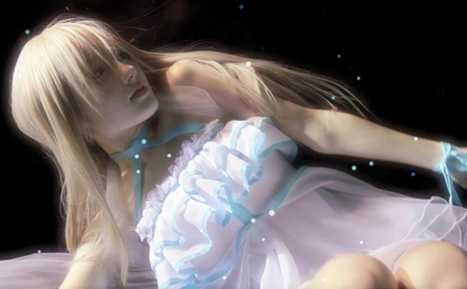 「水中ニーソ」古賀学が初のTVCM 水中で漂う美女を神秘的に映し出す