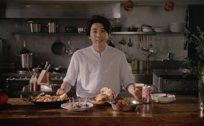 高橋一生の料理動画がステキ! コック姿で#saltbaeも披露