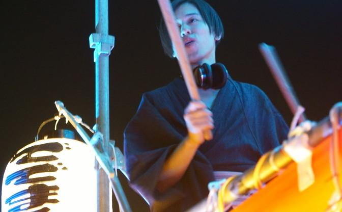 青山で現代版盆踊り「BDM」レポ 水カンのコムアイらが生んだ幸福な一夜