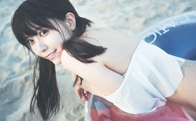 【水着】美少女モデル社長「楠ろあ」さんと行く、最後の海