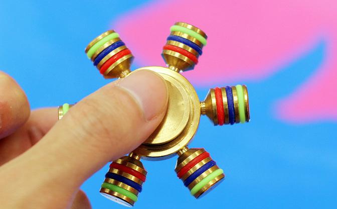 触るだけの玩具「フィジェット」なぜ人気? おもちゃ開発者が考察