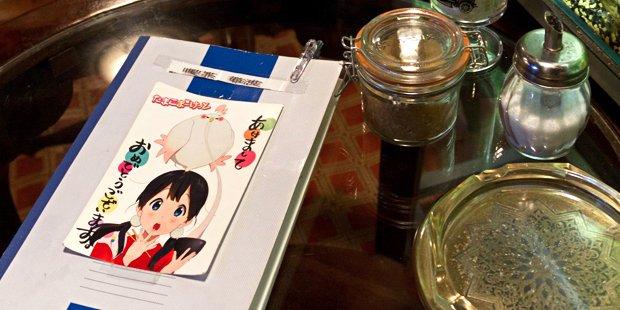 『たまこまーけっと』の「星とピエロ」のモデルになった喫茶店「華波」は熱帯魚が泳ぐダンディーなお店だった!