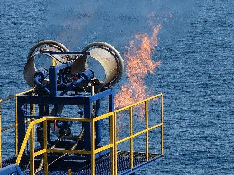 経済産業省、将来の天然ガス資源として期待されているメタンハイドレートの海洋産出試験に世界で初めて成功