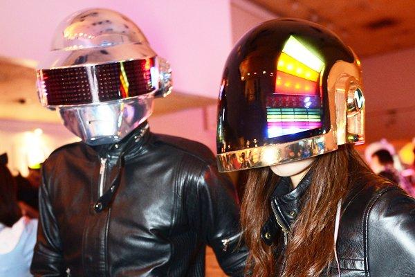 過去のageHaの仮装パーティーにはDaft Punkも来日した