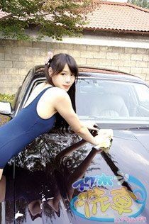 一体どんな女の子が洗車してくれるのか…!