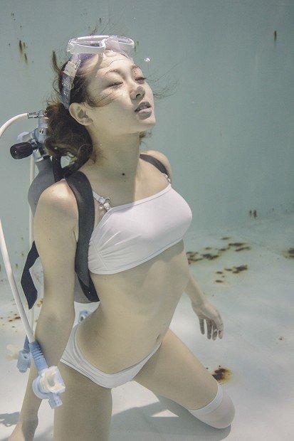『水中ニーソ』収録サンプル写真