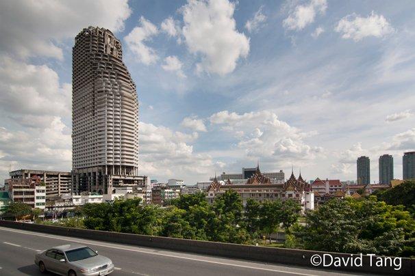 バンコクの若者の間で「幽霊マンション」と呼ばれるサトーン・ユニーク・タワー(タイ)