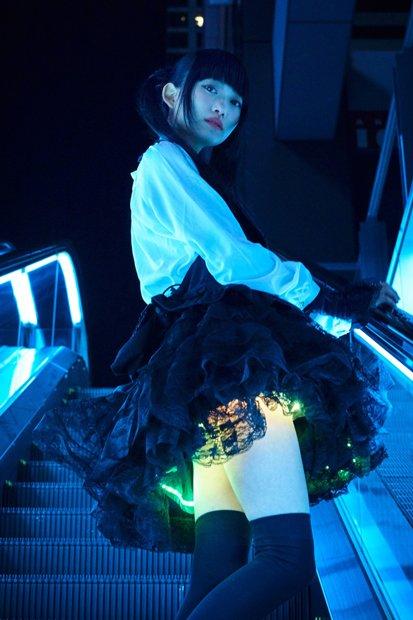 君は光る絶対領域を見たことがあるか? 光るスカートが超進化あああ