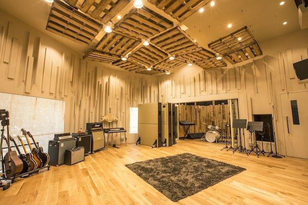 レッドブルのスタジオが日本上陸! 記念イベントにDE DE MOUSE